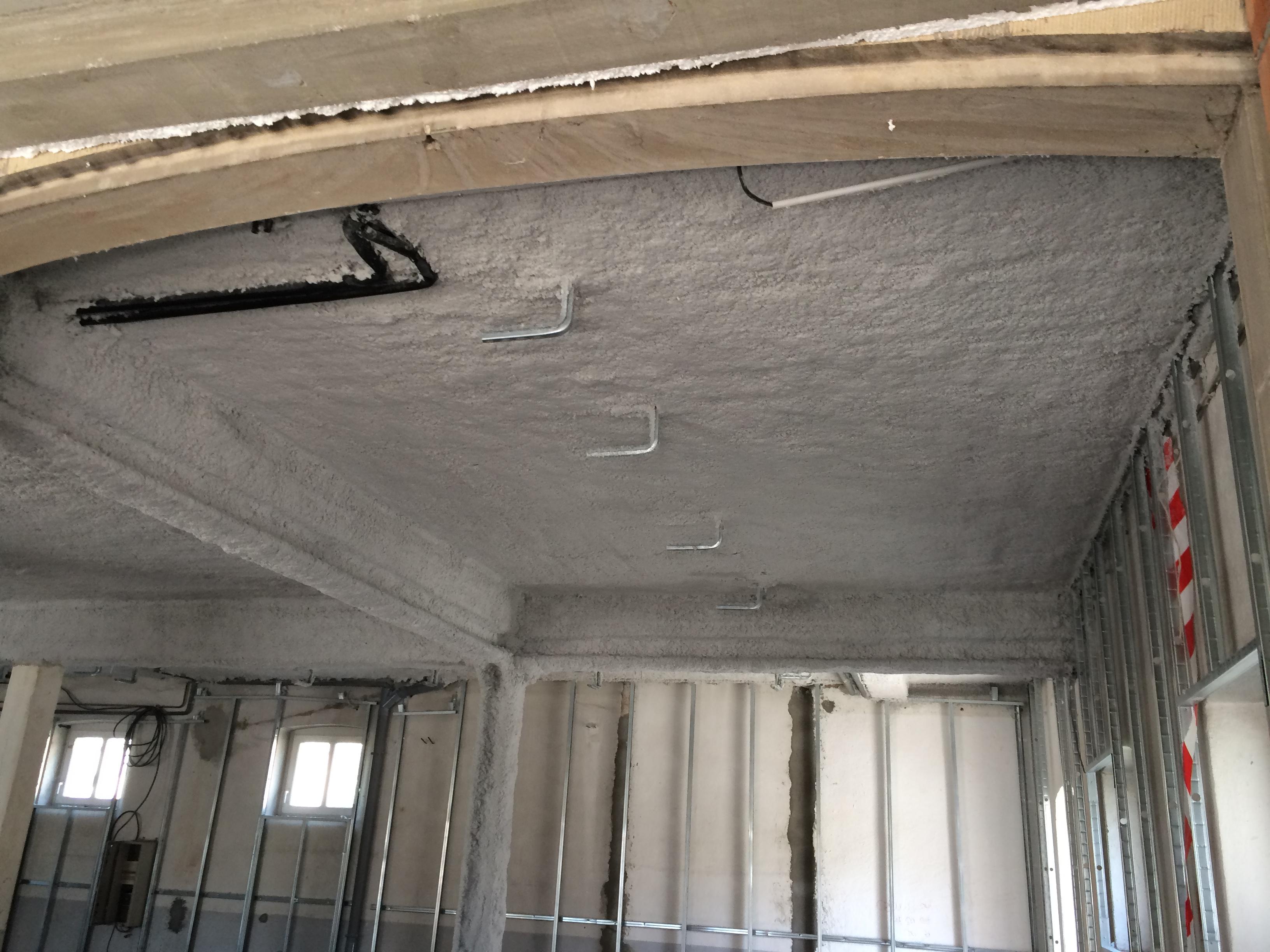 Flocage projet fibreux promat projiso promaspray f250 promaspray t et p teux promaspray p300 - Plafond coupe feu 1h ...